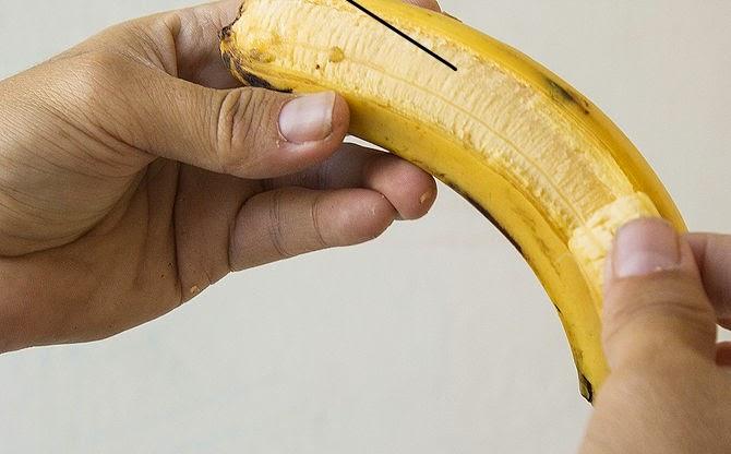 طريقة استخدام قشر الموز لتبييض الاسنان