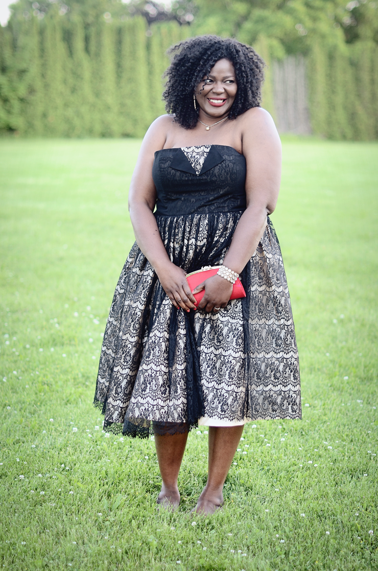 Plus size fashion for women. It's wedding season and this beautiful #modcloth dress is a must have #fashionforall #curves #plussizedress
