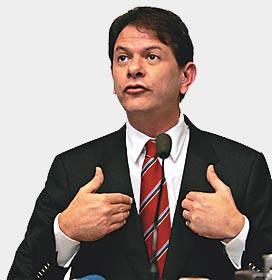 Cid Gomes critica professores grevistas
