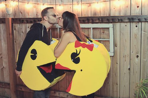 http://julieannart.com/2012/08/couples-halloween-costume-diy-pacman.html