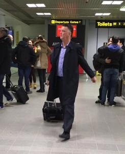Louis Van Gaal Tinggalkan Manchester