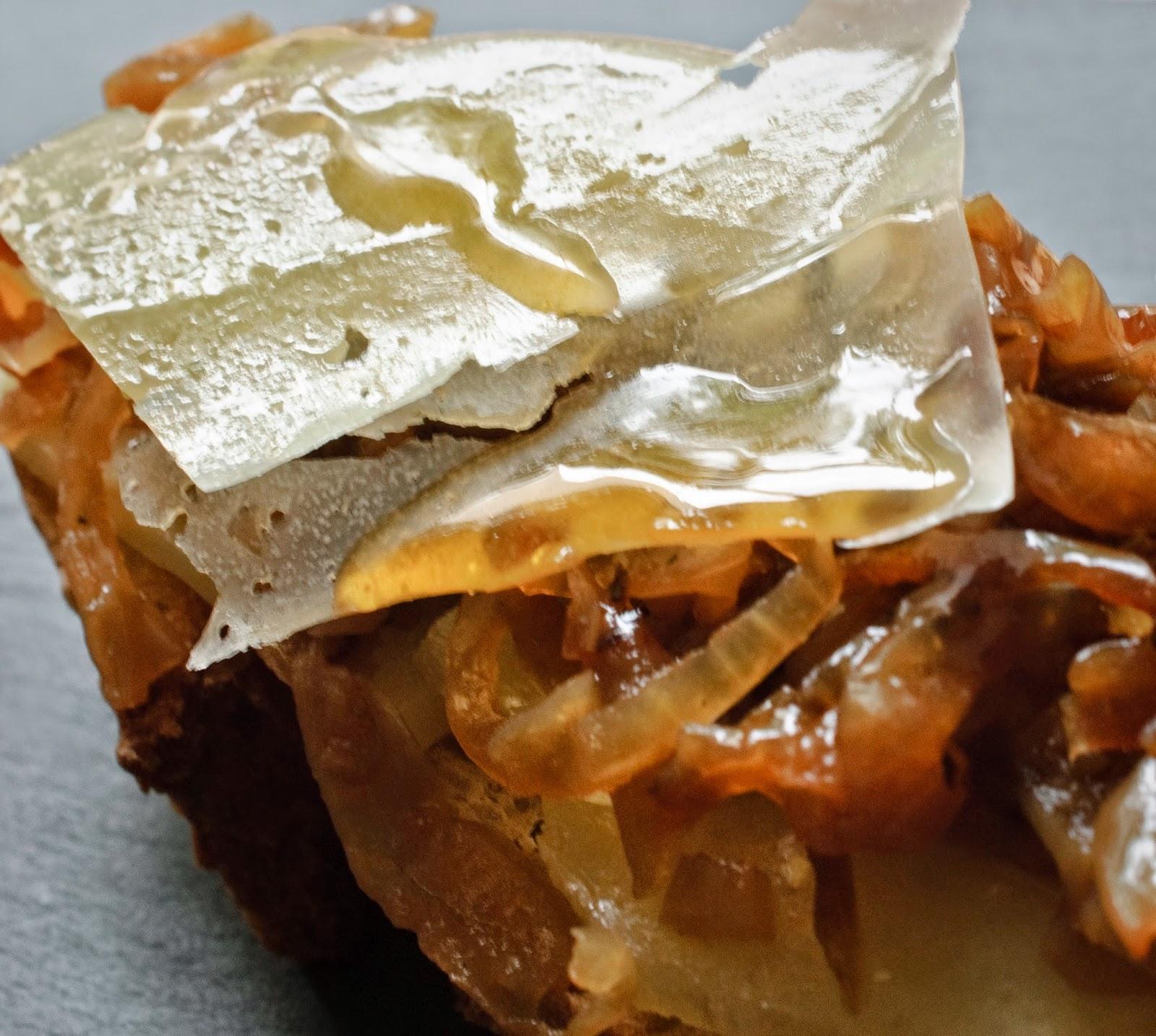 Tosta de cebolla pochada; poached onion toast