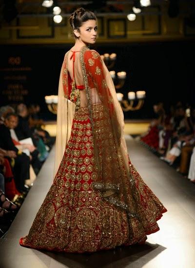 http://3.bp.blogspot.com/-SAeTpepSU0Q/U8zCHcDA-gI/AAAAAAABvoY/CQ1lFuz1OYs/s1600/Alia+Bhat+and+Aditya+Rao+kapoor+walk+the+ramp+for+Manish+Malhotra+at+India+Couture+Week++(1).jpg