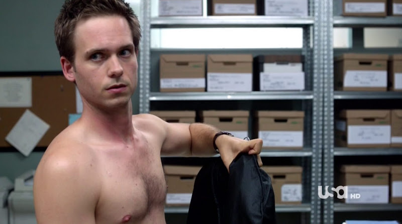 Patrick J. Adams Shirtless in Suits s1e10