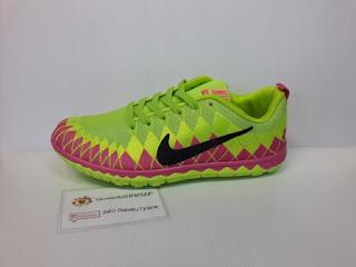 Sepatu wanita warna cerah atau terang, sepatu santai wanita