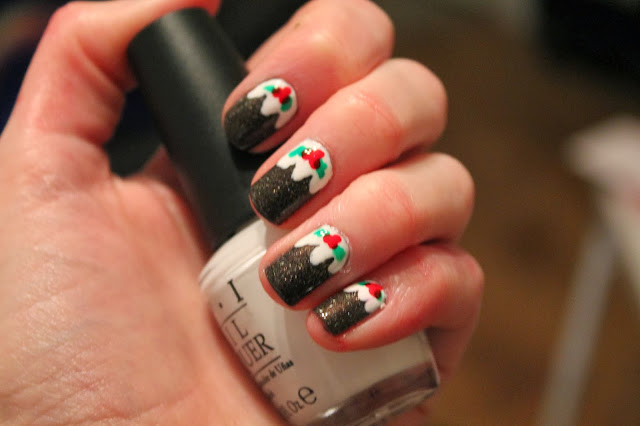 Christmas Nail Art - Brown Christmas Pudding Figgy