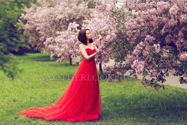 аренда красного платье на фотосессию в сакуре