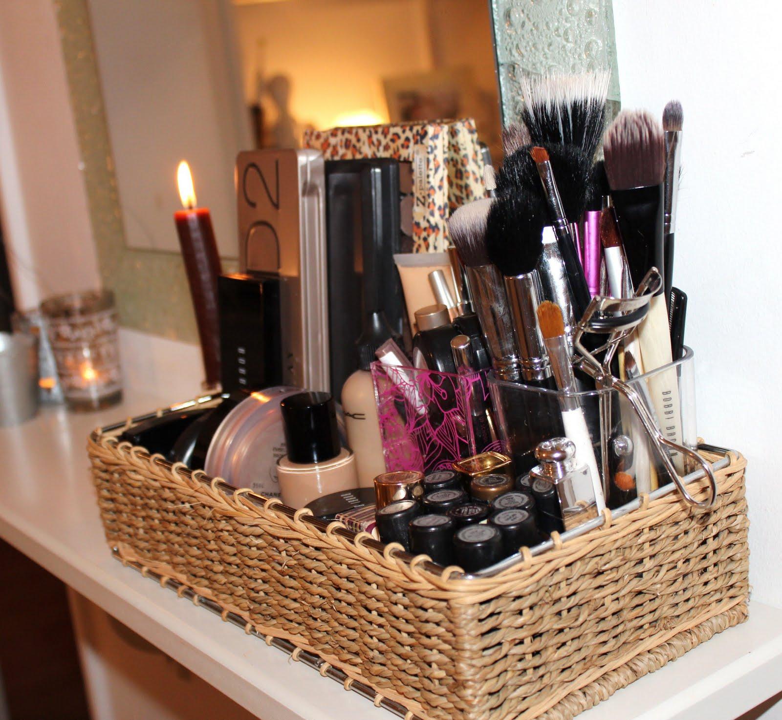 b u b b l e g a r m 39 everyday 39 make up storage. Black Bedroom Furniture Sets. Home Design Ideas