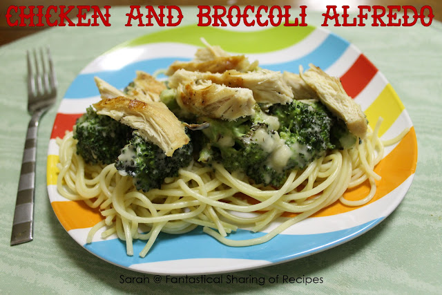 Chicken &amp; Broccoli Alfredo - classic alfredo with a twist: yogurt instead of heavy cream! #alfredo #broccoli #chicken #pasta