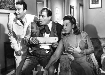 Η Γυναίκα Μου Τρελλάθηκε (1966) - Ο Λάμπρος Κωνσταντάρας, η Μαίρη Αρώνη και ο φίλος και ψυχίατρος Γιάννης Βογιατζής.