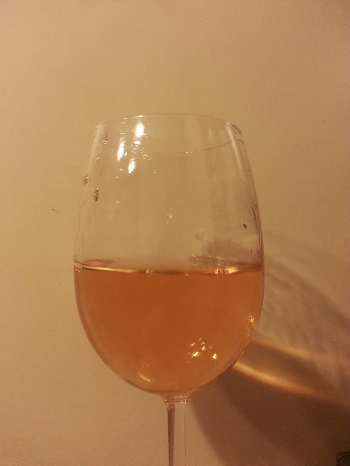 бокал Sartori Pinot Grigio delle Venezie. розовое вино.