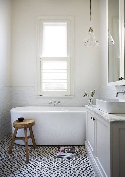 10 incredibly beautiful white bathrooms