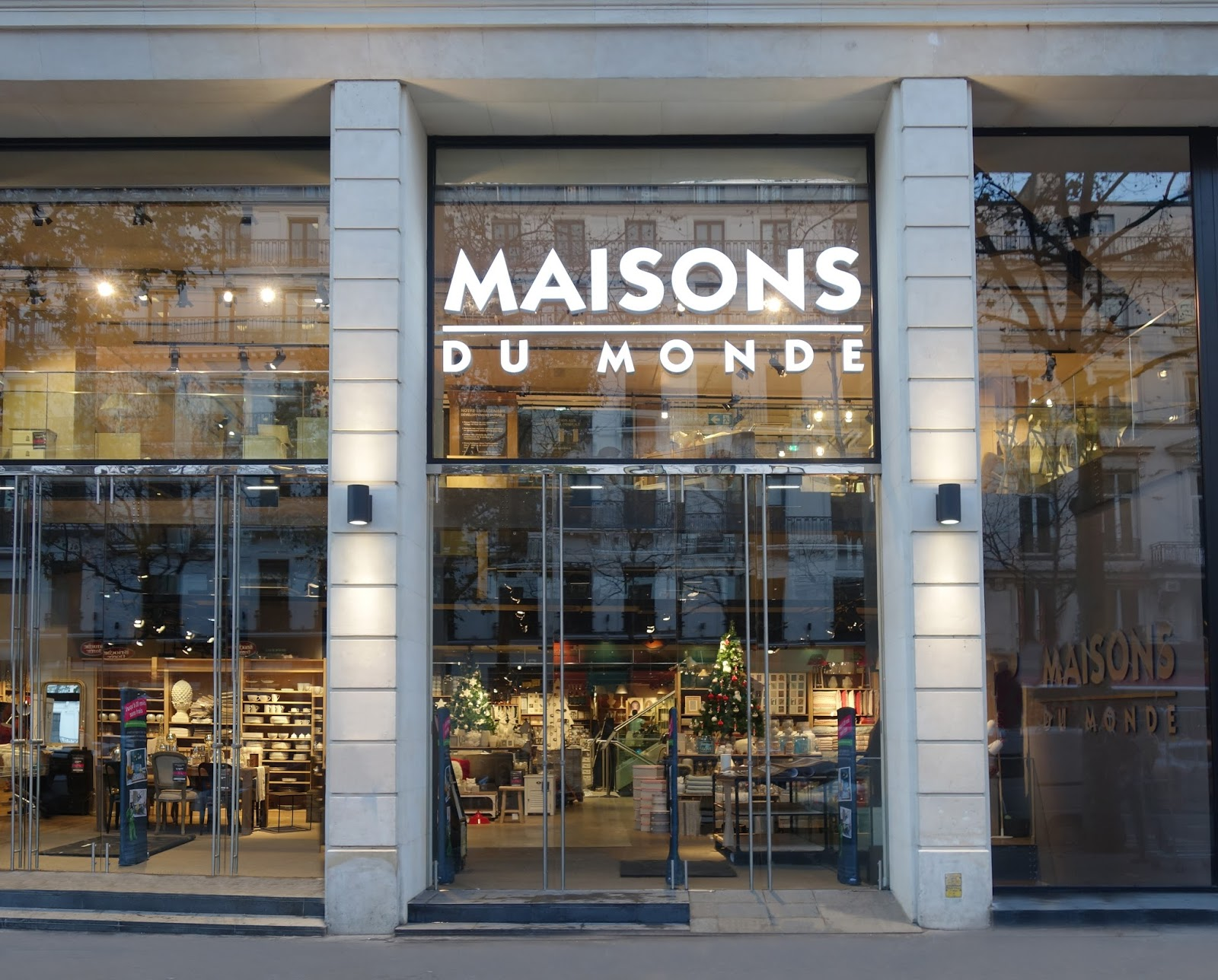 mich le in wonderland maisons du monde ouvre son flagship sur les grands boulevards. Black Bedroom Furniture Sets. Home Design Ideas