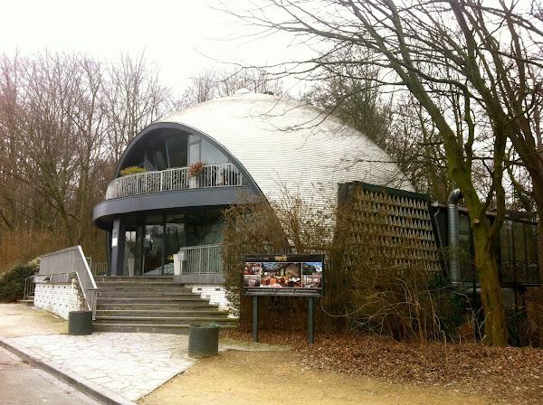 Bruxelles - Restaurant Expo 58, ancien Pavillon du comptoir tuilier de Courtrai pour l'expo58.  Architecte : M. G. Bontinck