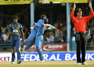 MS-Dhoni-Ishant-Sharma-Celebrate-Victory-Final-India-vs-Srilanka-Tri-Series-2013