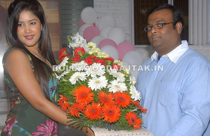 Sowmya hot pic1 - Cute Sowmya launches Affinity Salon & Spa