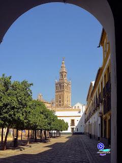 Sevilla - La Giralda desde el interior del Patio de Banderas