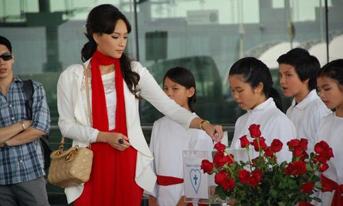 Hình ảnh diễn viên phim Hoa Hồng Của Quỷ