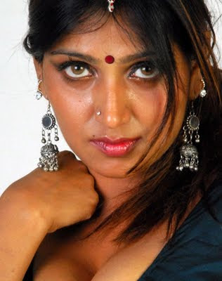 malayalam aunty hot saree photos