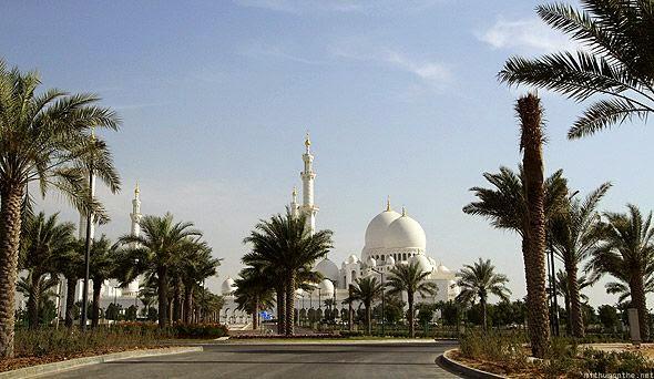 Masjid Besar Luas 5 Kali Lapangan Sepak Bola Kota Abu Dhabi