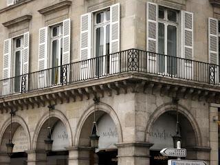 Balcons rue de Rivoli à Paris