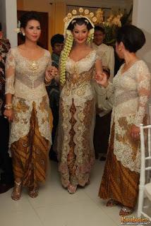 gaun kebaya pengantin artis model Indah Kalalo