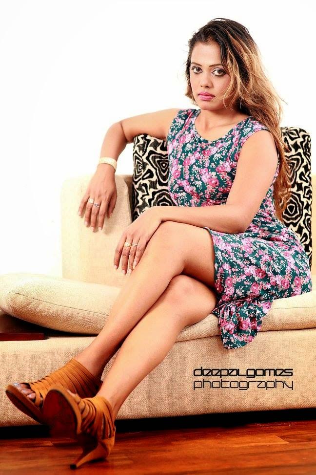 Chandi Anupama thighs show