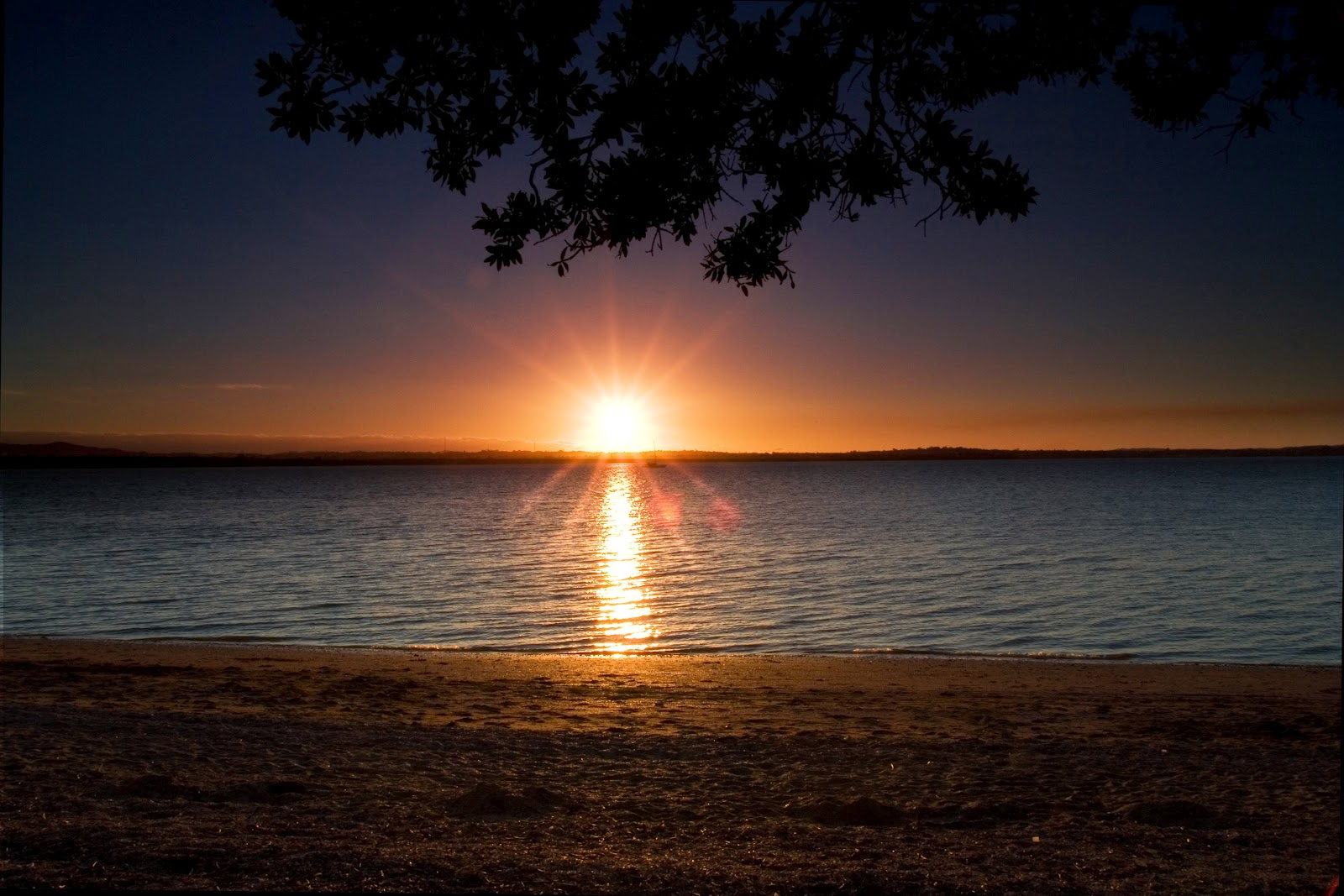 http://3.bp.blogspot.com/-SE1RSZCuyww/UEbA8dzKIGI/AAAAAAAABkI/8grTVLdSXYc/s1600/Beach_Sunset_at_Point_Chevalier_Beach_-_Auckland.jpg