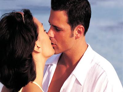 http://3.bp.blogspot.com/-SE2eV7KNzfQ/TazUmfOdbVI/AAAAAAAAAEQ/6XJruv9wPj0/s1600/casal-se-beijando-3f6b3.jpg