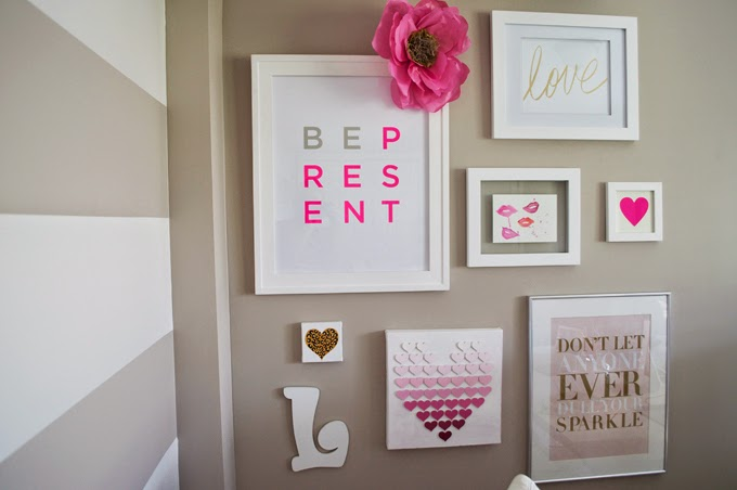office-gallery-wall-pink-lips-gold-love