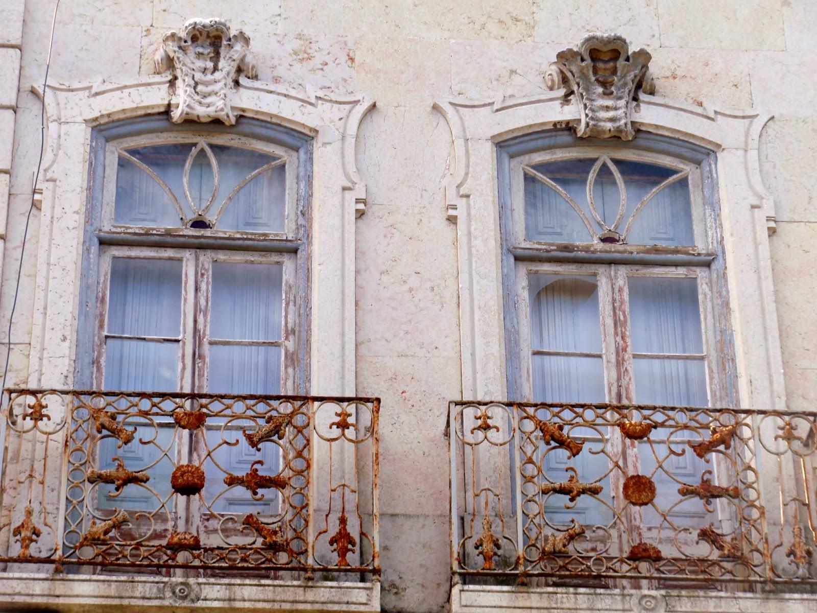 #694130 Duas janelas do andar nobre. Raro trabalho de cantaria e magníficos  742 Janelas Vidros Duplos Lisboa