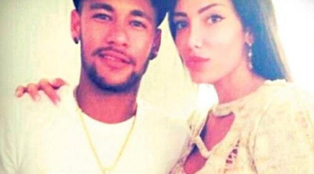 Begini Nih Kelakuan Pacar Baru Neymar, Naik Segway Hanya Pake Bikini