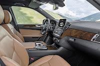 2017-Mercedes-GLS-18