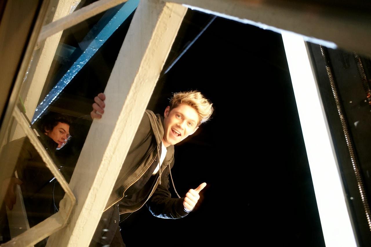 one direction, 1d, midnight memories,harry styles, niall horan, sneak peek, tower bridge