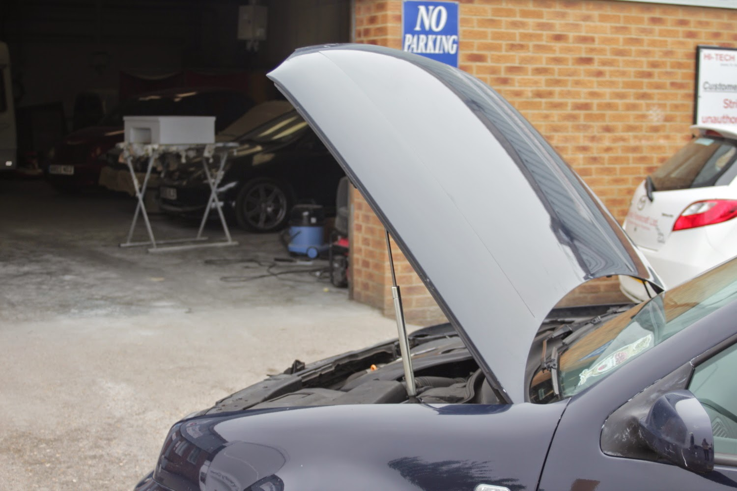Removing & Replacing VW Golf Mk4 Bonnet/