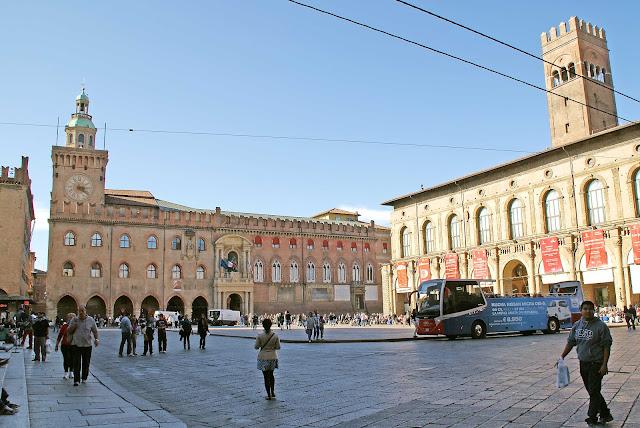 Piazza-Maggiore-Bolonia-Italia