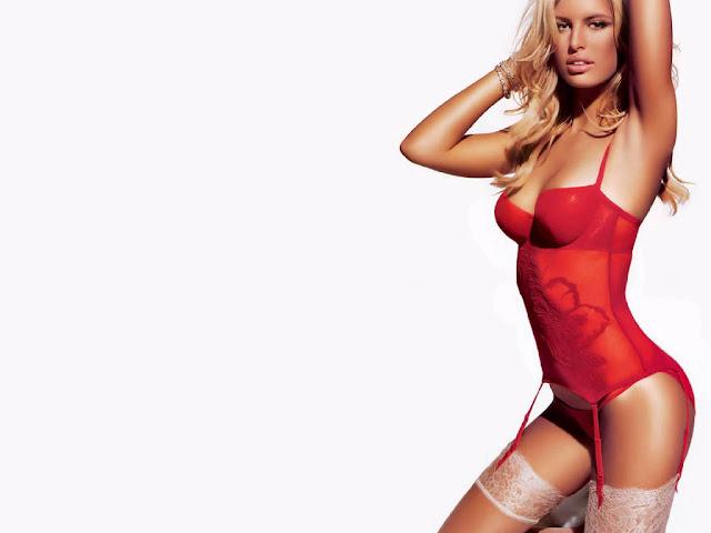 Karolina Kurkova sexy in swimwear