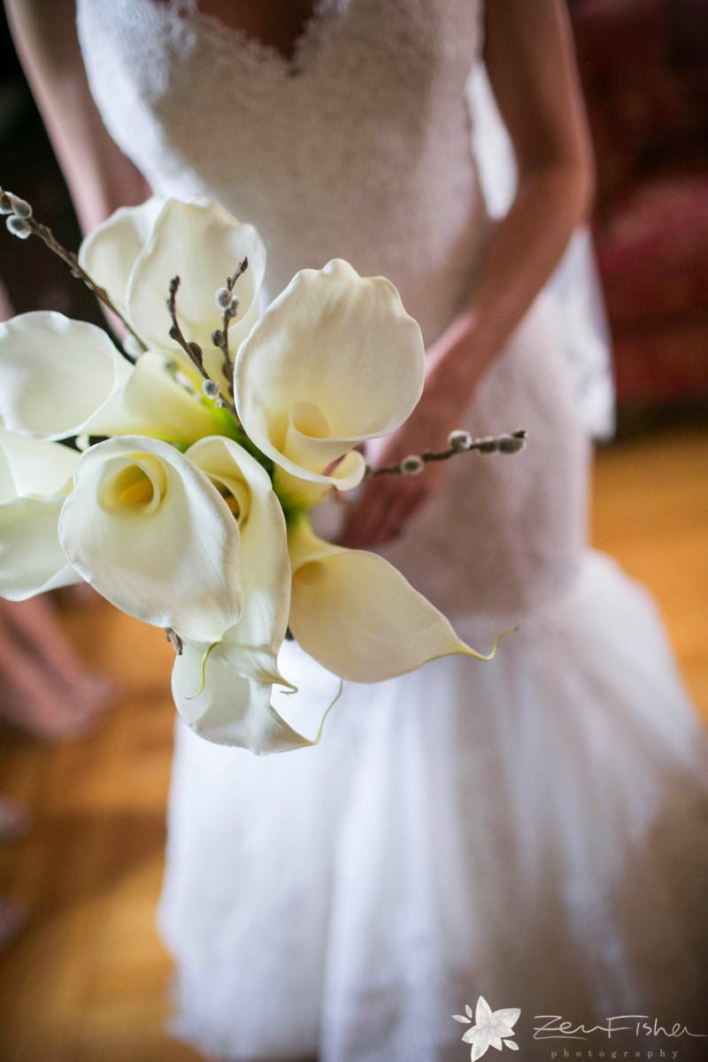 willowdale estate : les fleurs : zev fisher photography : white calla lily bouquet, pussy willow