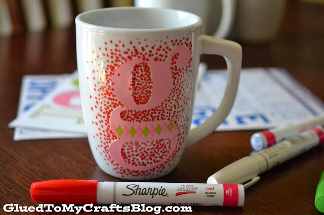diy un mug personnalis avec des feutres initiales gg. Black Bedroom Furniture Sets. Home Design Ideas