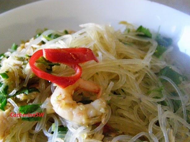 Тайский салат из рисовой лапши