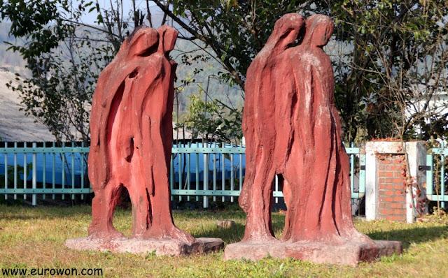 Esculturas coreanas modernas en el Centro Artístico Mooee