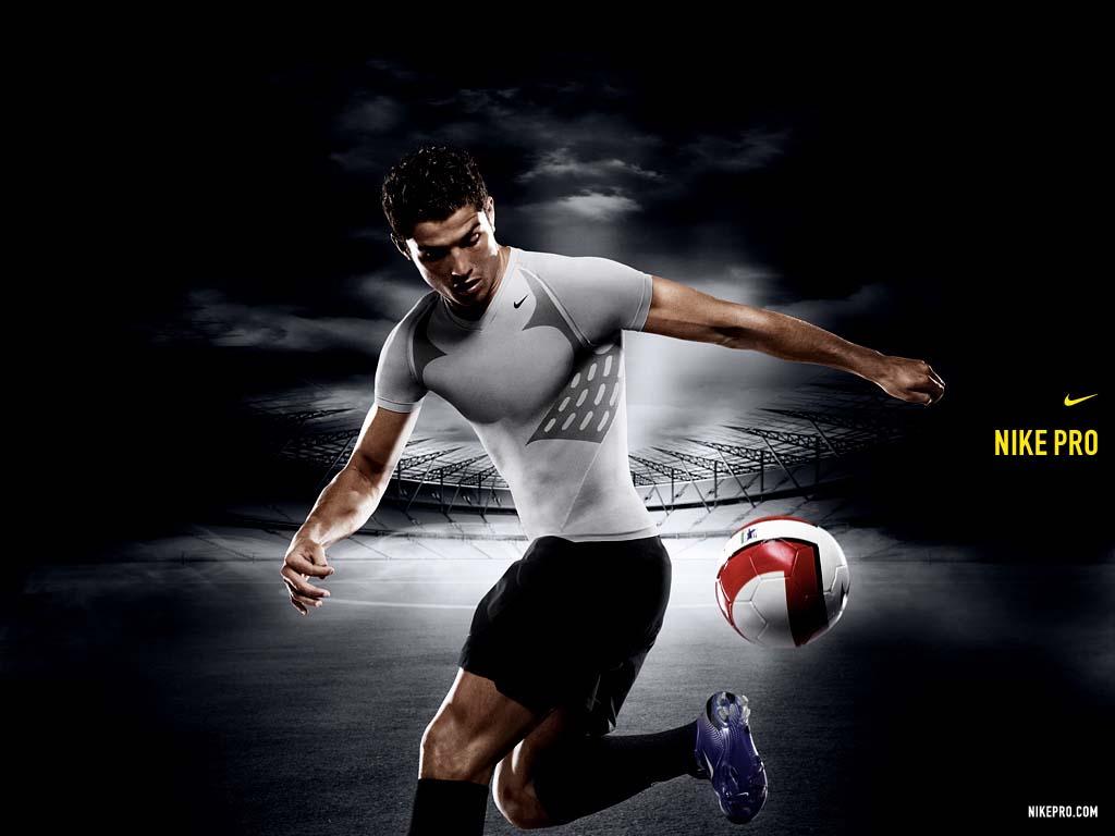http://3.bp.blogspot.com/-SGimcdI49rU/TfOdqY6f6XI/AAAAAAAAAGc/pqB25IBrc4E/s1600/Cristiano+Ronaldo+Wallpaper+0106.jpg