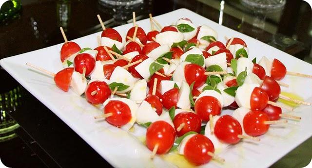 Espetinho de Mussarela de Búfala, Tomate cereja e Manjericão