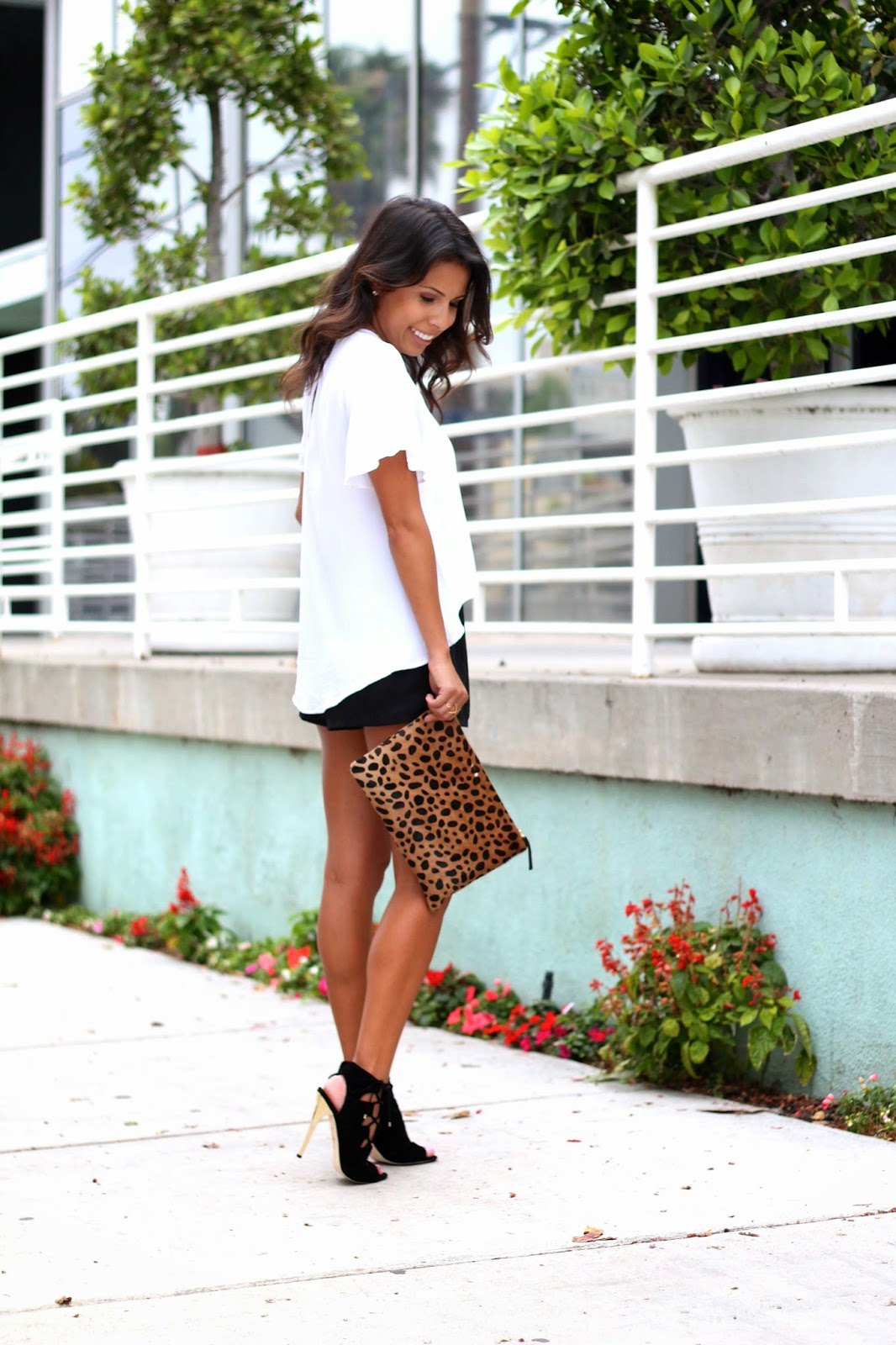 sam edelman lace up sandals, how to wear heels and shorts, white black outfit