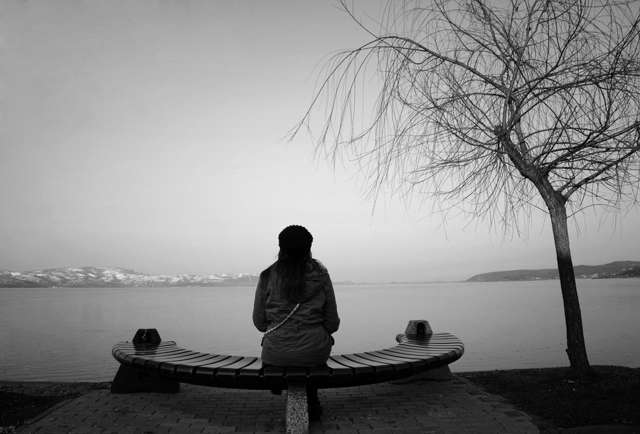 Waiting for someone - Black and wait ...