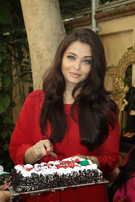 Sexy Aishwarya rai photos in red salwar kameez on her 40th birthday celebration