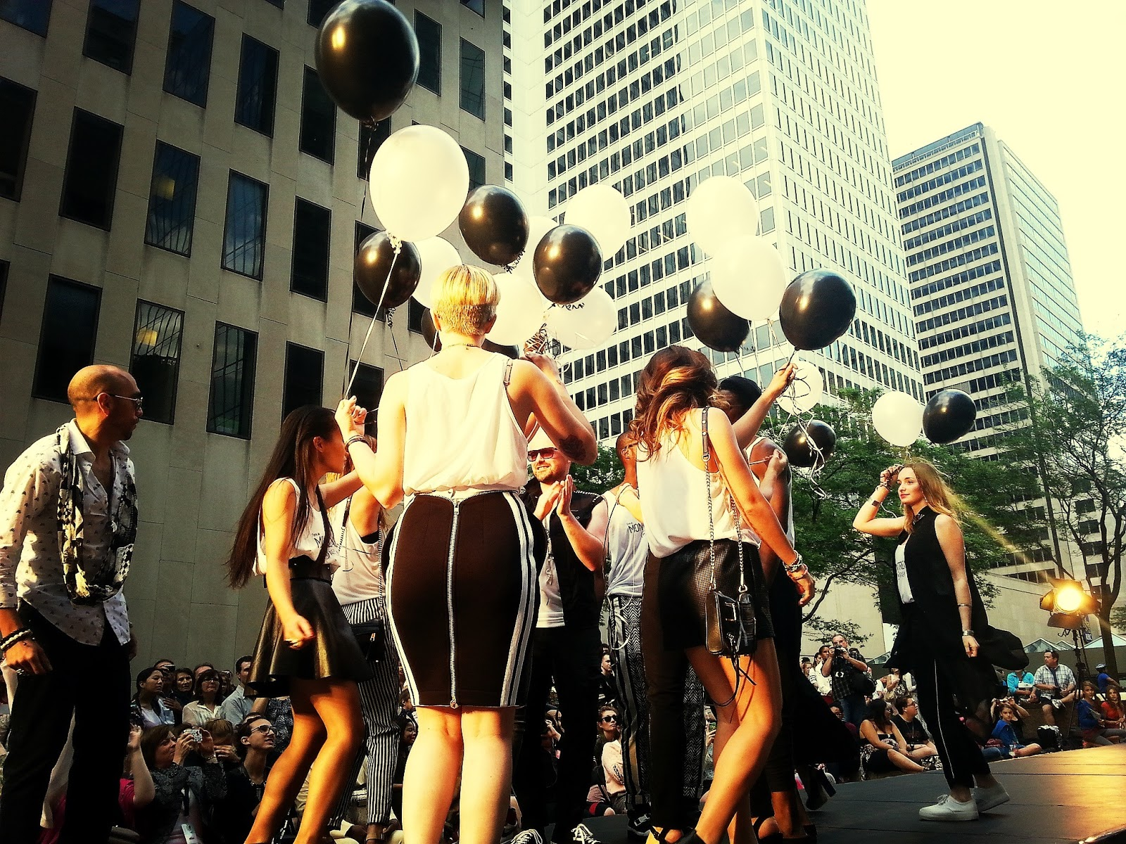 Les Montreal(er) in fashion show ballons festival mode design