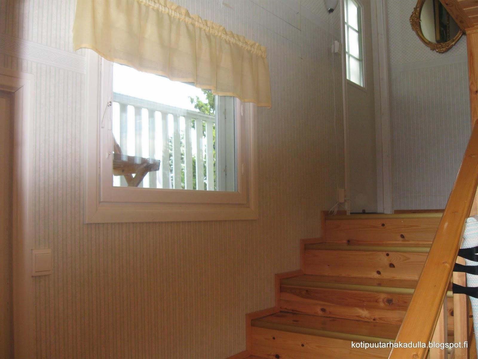 Koti Puutarhakadulla Eteisen ja portaikon remontti