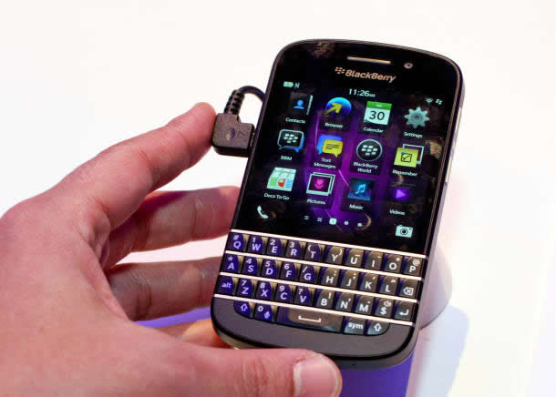 Blackberry Q10 Full Specs and Review