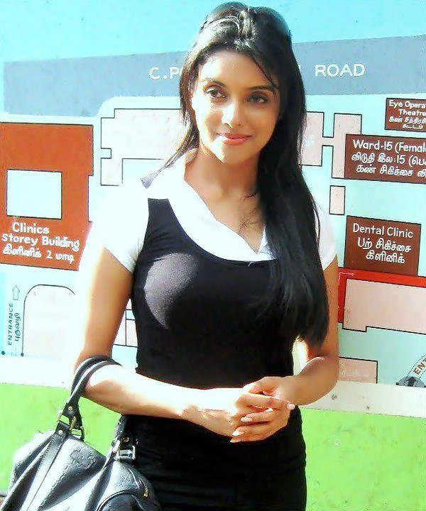 நடிகை அசின் க்கு முலை பெருசா ஆகிடுச்சி - நம்புங்க !! Asin+big+boobs